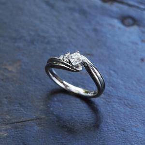 married_Yokoyama_float_and_wedding ring_befor.jpg